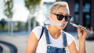 L e cigarette Vapoteuse